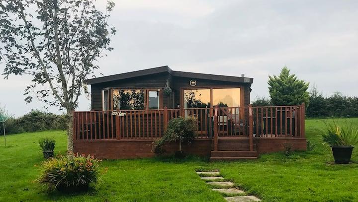 Cwt Pren, 33 Forest Lodge, Hafan y Môr, Pwllheli