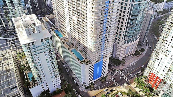 Huge Balcony Lux Brickell Condo w/parking Sleeps 5