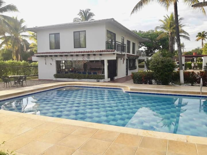 Melgar Villa with private swimming pool