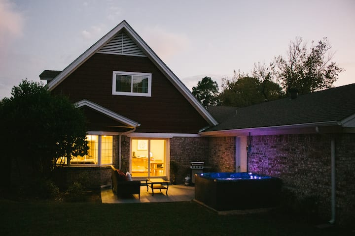 The Texas Cottage W/ Hot Tub Spa