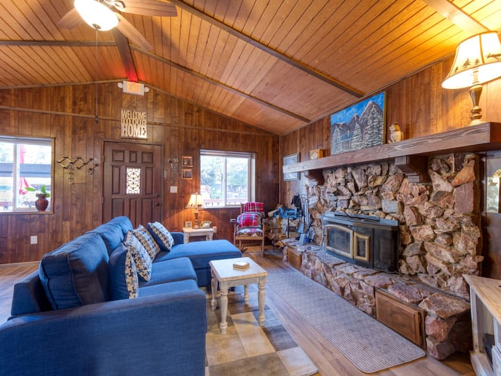 Little Cabin That Could - Get Cozy in Big Bear