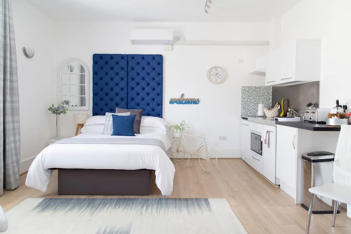 Studio*Double Bed*Free Wi-Fi *Flat Screen TV
