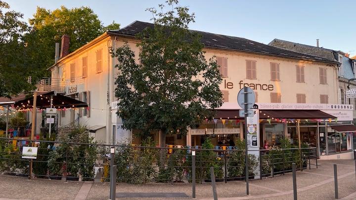 Hotel** face gare et 5 mn du centre historique