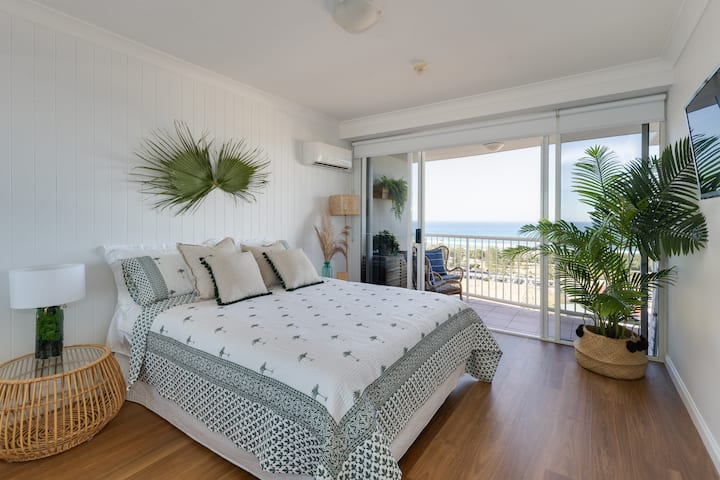 Stylish Studio with Ocean Views Bel Air Broadbeach