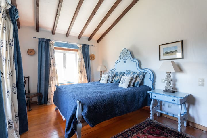 Alentejano Room: Private En-suite in a Farmhouse
