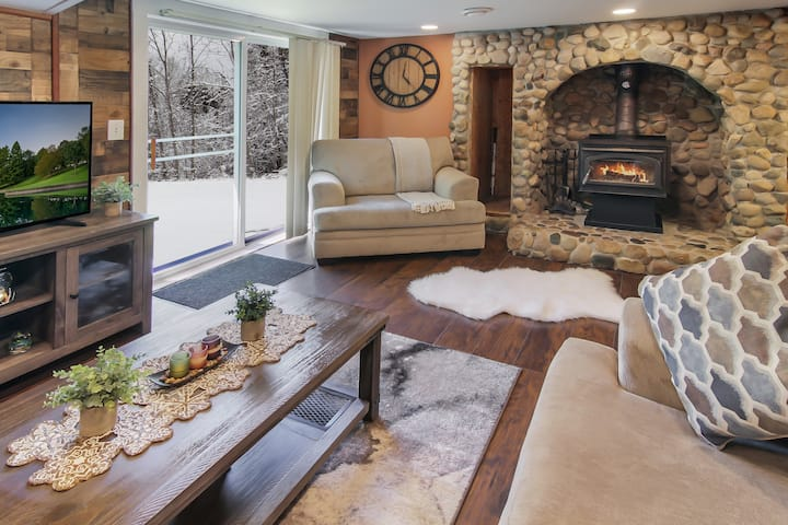 Beautiful & Cozy Alpine Home - Near All Hot Spots!