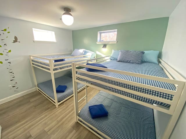Bedroom #4 - 2 bunk beds with full size beds.