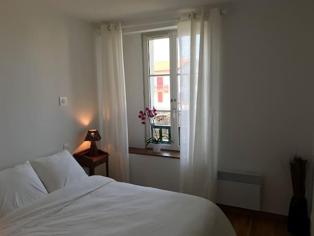 Chambre avec double lit 140x190cm, vue mer.
