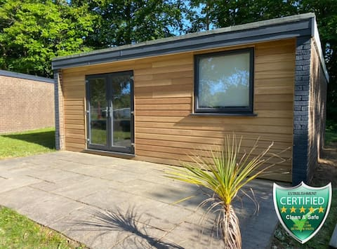 Snowdonia Lodge Woodland Chalet With Hot Tub