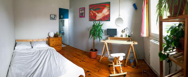 Spacious room by the park