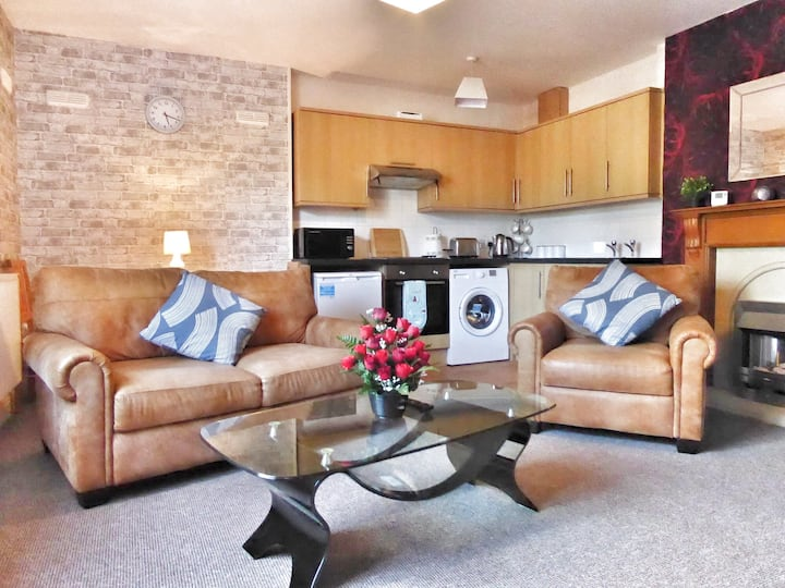 Gwynedd House Flat 1 - Ideal for Friends & Couples