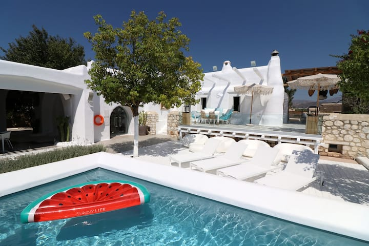 Unique Summer Family Villa Chora with pool