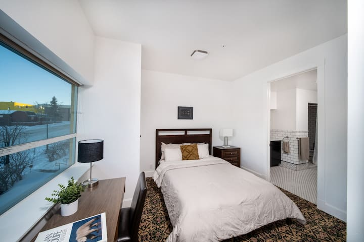 """""""Edward's place is beautiful. I loved the touches of fresh flowers, super clean and the design of the bathroom. The bed and pillows were super comfortable.""""  Said Amy from Fairbanks"""