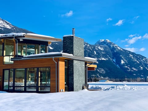 Luxury Retreat in Beautiful Pemberton Valley