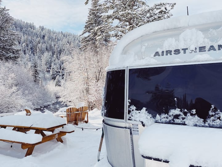 MCR: Luxury Airstream on the Creek