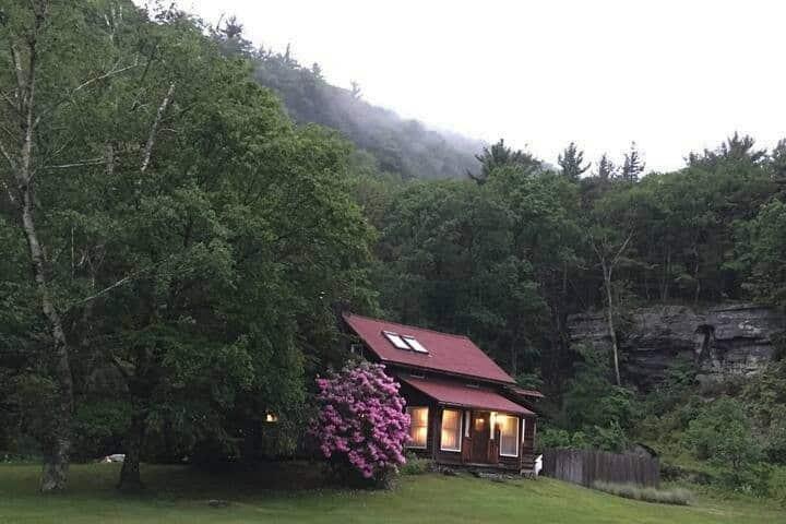 Catskills Mountain Farmhouse~FRESH for SPRING!