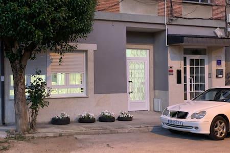 Entrada a la Residencia la Rosa Azul