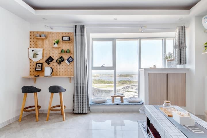 【听闻】清新无遮挡落地窗海景|莫兰迪风公寓|海上日出|大屏投影|万平口|东夷小镇|海洋公园|万达广场