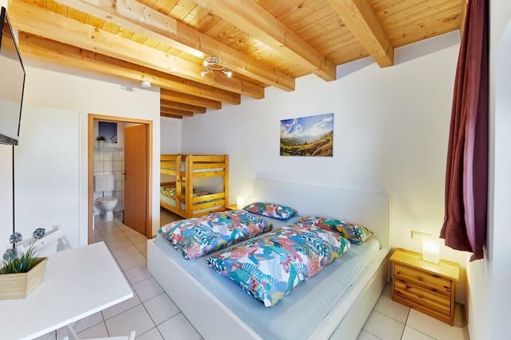 ★★★☆Kleines Apartment mit einem Zimmer & Bad