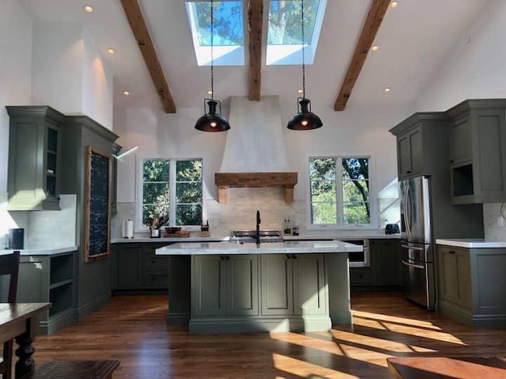 Exquisite luxury executive 2-suite cottage
