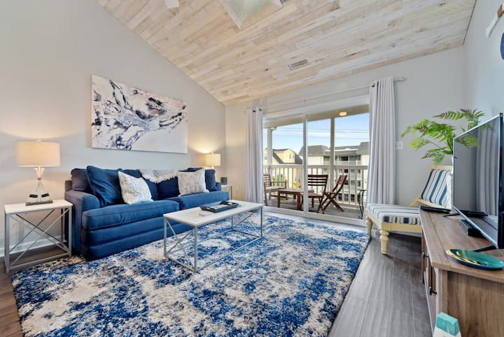 *STEPS TO BEACH - Just Renovated, Ocean View, Pool