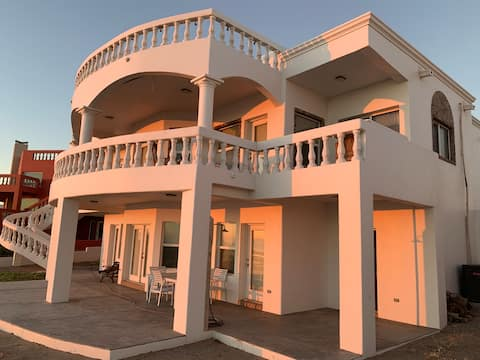 Casa Rosa Beachfront House in Santo Tomas