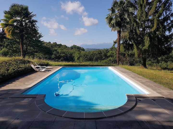 Maison de charme avec piscine et vue