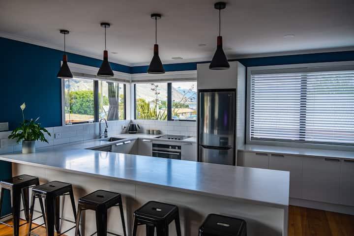 Creekside Apartment Central Wanaka Lake Views