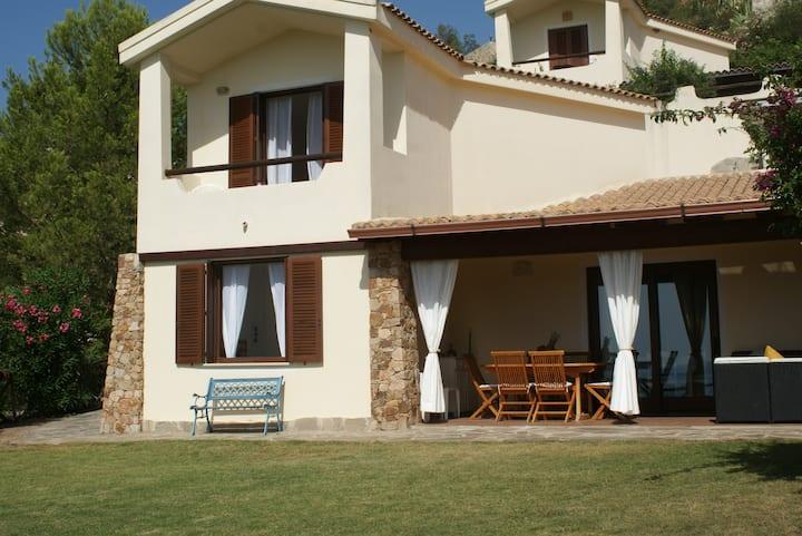 Peaceful seaview villa near gorgeous Chia beaches