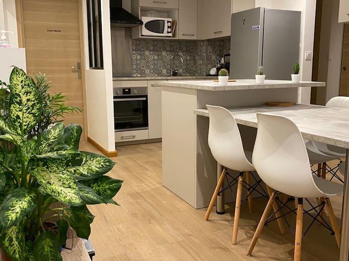 Chambre dun appartement chaleureux proche de Paris