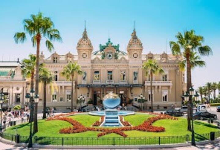 Monaco :Place des moulins à pied, 2 pièces vue mer