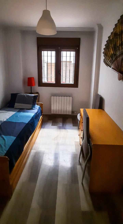 Habitación con baño en piso céntrico y tranquilo