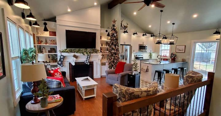 Lusso Cottage – Merry and Bright!