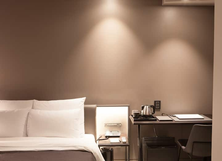 [월렌트특가] HOTEL GADEN - ECONOMY ONLY 4