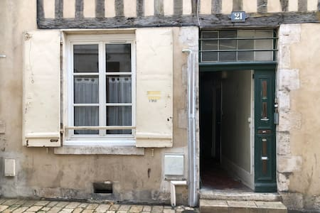 Nous vous attendrons au RDC gauche 21 Rue du Poirier 45000 Orléans.
