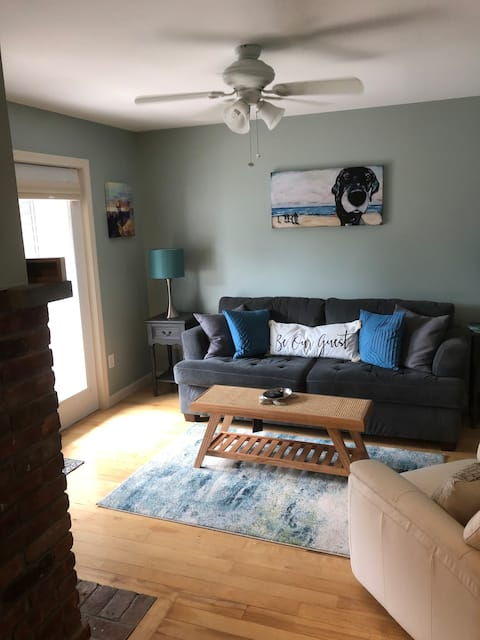 Close to Beach, 1 Bedroom with Hot Tub & Fireplace
