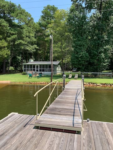 Waterfront Cottage on Lake Murray w/private dock