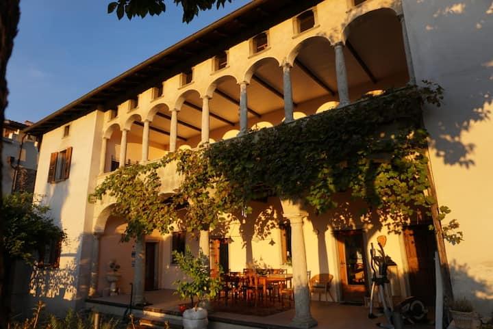 "Ehemaliges Kloster ""Sotto gli Archi"""