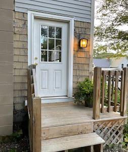 Side entryway has outdoor lighting