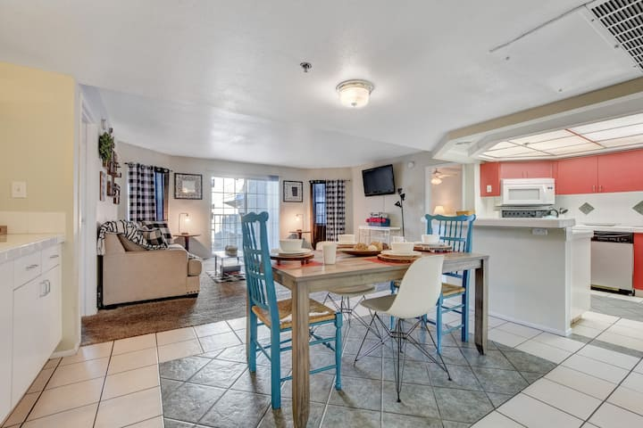 You are few min from the strip, Sleeps 6 (3CX2)