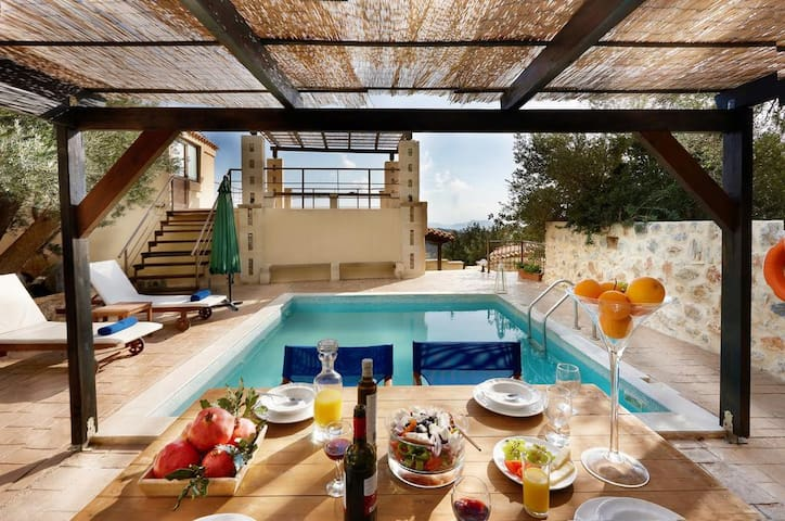 Cozy 2 bdr villa with pool,BBQ,views to Lybian sea