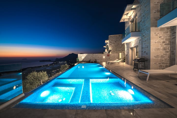Brand new luxurious Villa *breathtaking sea view*