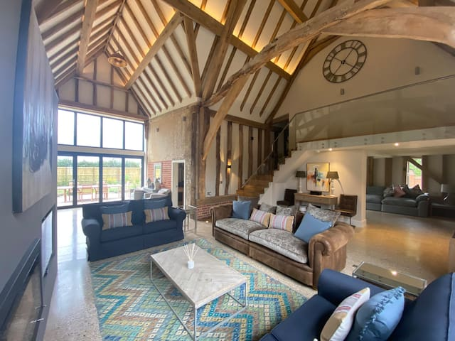 Luxurious 6 bedroom barn conversion in Suffolk