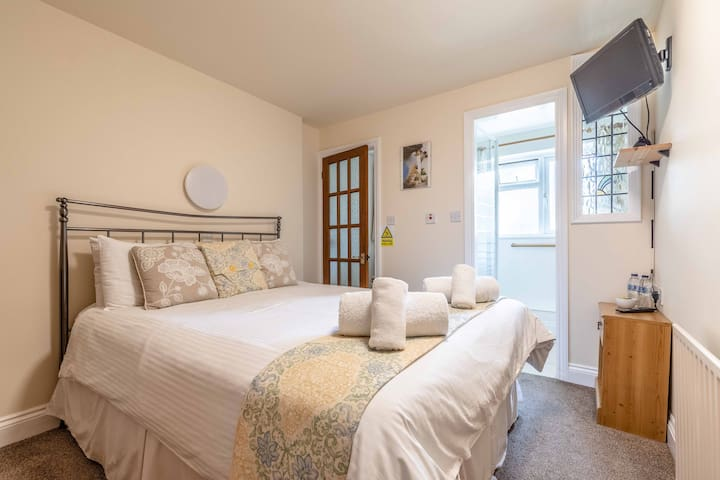 Double en/suite bedroom