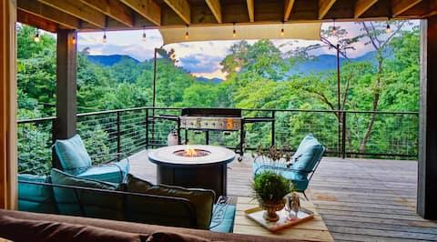 Hot Tub, Pool Table, Sound System, Amazing Views!