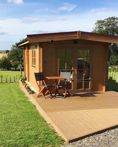 New Cosy Lodge - Self Contained in Rural Location