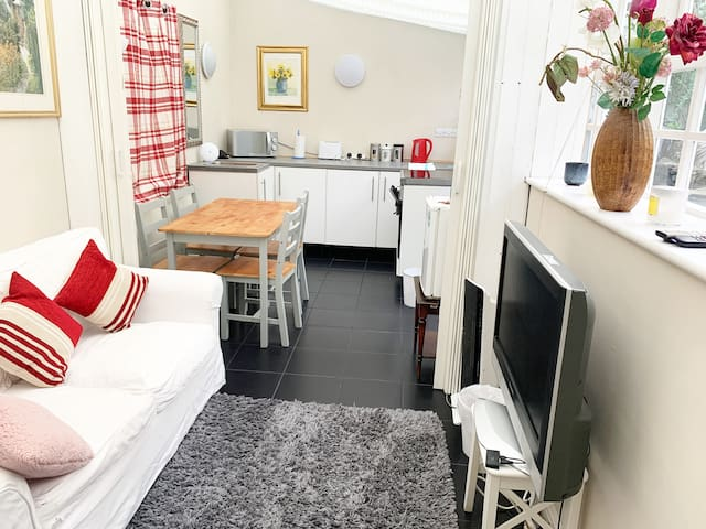 Beautiful 2bed annex/flat with garden in Clifton