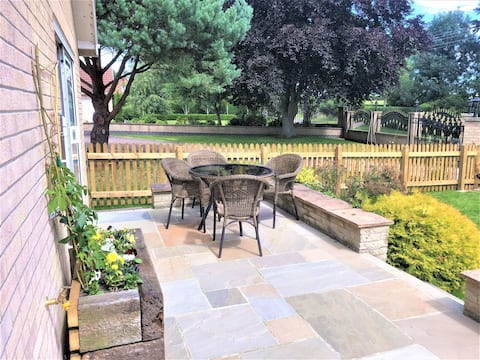 Bar Lodge - 2 bed apartment with garden & parking