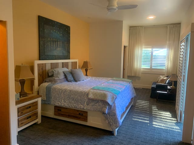 Spacious and Luxurious Guest Suite near Bike Trail
