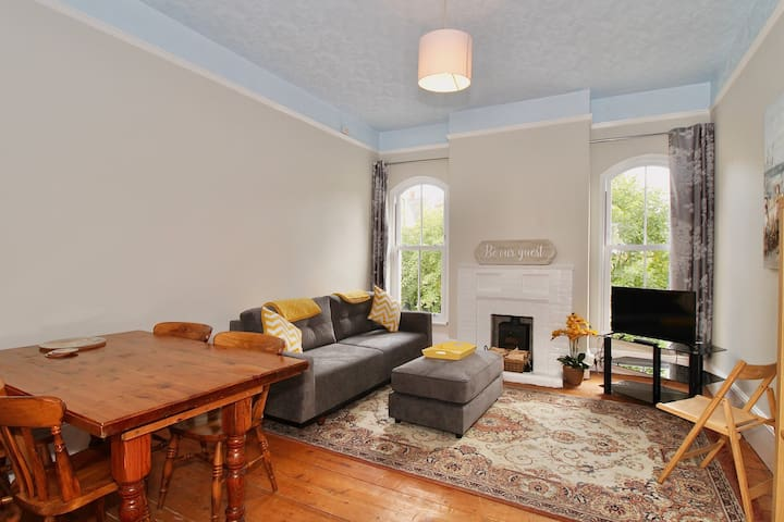 A Spacious Flat with Parking in Whitstable